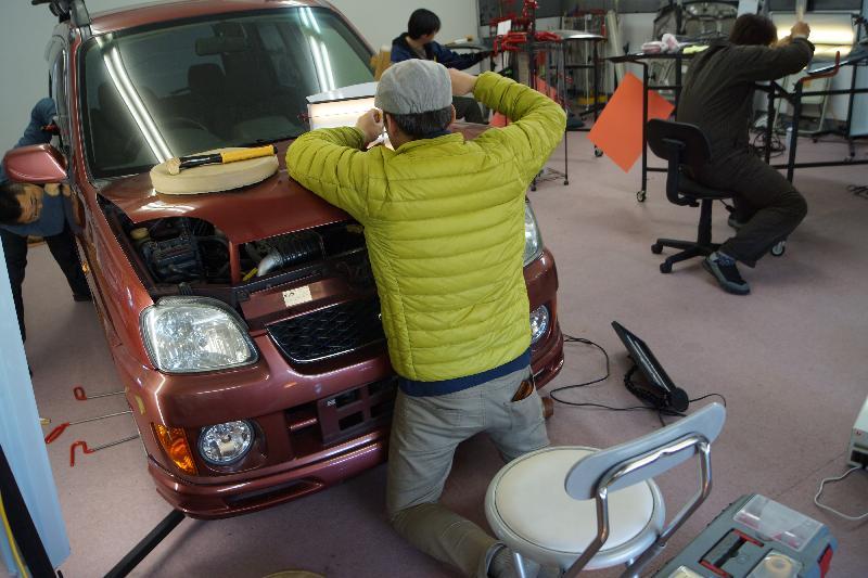 デントリペアスクールで高度な技を習得する。/日本デントショップネットワーク【スタートライン!】